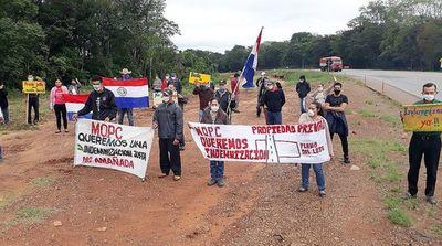 Pobladores de Caaguazú exigen el pago de la indemnización al MOPC por expropiación en obra de la Ruta 2