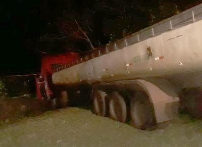 Conductor de camión se durmió y casi causa tragedia en Mallorquín – Diario TNPRESS