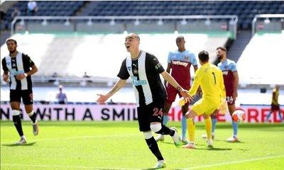 De romance con el gol: Miggy convierte para el Newcastle