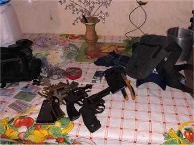 Banda de asaltantes liderada por ex policía habría realizado varios robos