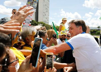 Jair Bolsonaro presenta síntomas del coronavirus y se someterá a otro test