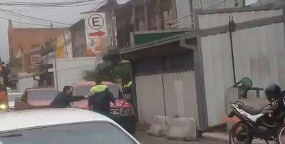 Denuncian agresión a agente de la PMT de Asunción