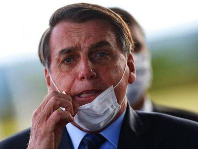 Tras eliminar el uso de máscaras, Bolsonaro tiene síntomas de Covid