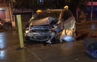 Bombera voluntaria sufrió accidente a causa de un taxi, que se dio a la fuga