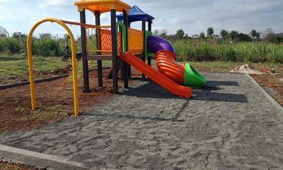 Instalan un parque infantil en  la plaza del barrio Santa Clara – Diario TNPRESS