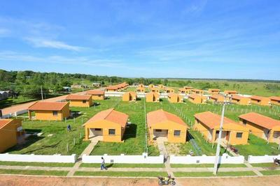 Abdo instruye iniciar construcción de 1.500 casas en ciudades fronterizas
