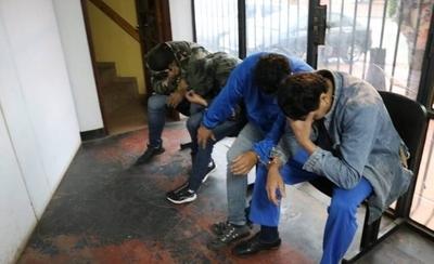 HOY / Detenidos por asalto a local de venta de pollos están declarando en la Fiscalía