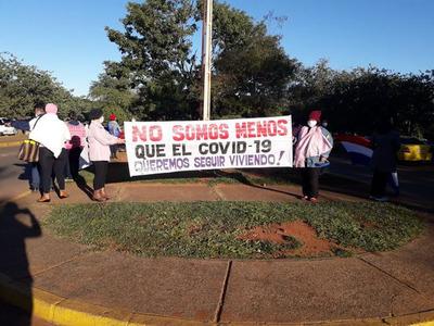 Pacientes oncológicas exigen continuar sus tratamientos en el Hospital Nacional de Itauguá