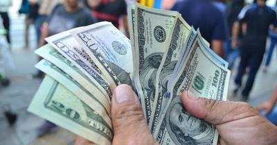 El dólar continúa al alza debido a que bajaron las compras e importaciones
