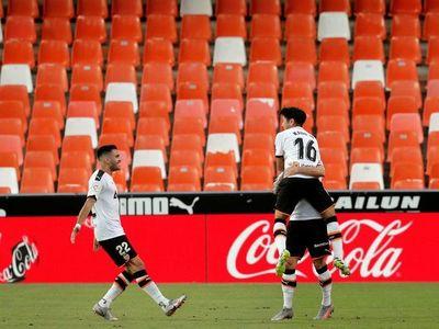 Valencia vence sobre el final a un sólido Valladolid