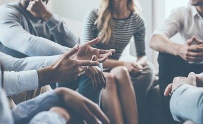 HOY / Reunión de compañeros de colegio termina en contagio masivo