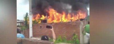 Cinco casas arden en llamas en el Bañado Sur