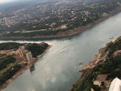 Ya se pueden ver las enormes estructuras del segundo puente con Foz de Iguazú