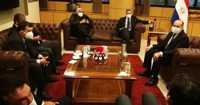 Mario Abdo hace lobby en Senado