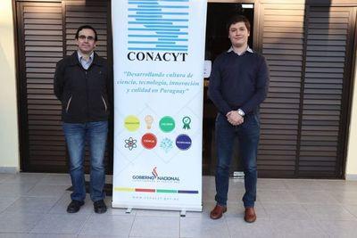 Profesor y estudiante de química ganan concurso tras diseñar tapabocas impermeable
