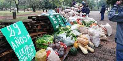 Federación Nacional Campesina entrega alimentos a familias carenciadas de Asunción