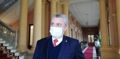 HOY / Giuzzio dice que si hubo delito en compra de medicamentos y arremete contra Villamayor