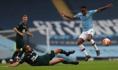 Sin Almirón, Newcastle fue apabullado por el City