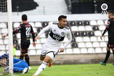 Con un 'hat-trick' de Camacho, Olimpia goleó a San Lorenzo