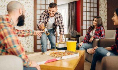 Analizan permitir reuniones con amigos en la fase 4