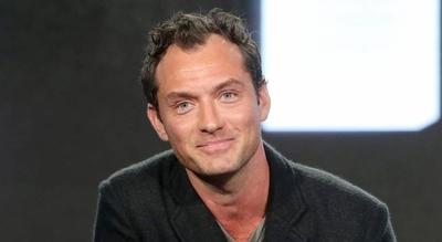 HOY / Jude Law se dirige a Nunca Jamás en la piel del Capitán Garfio