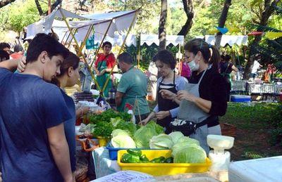 Feria Agroecológica vuelve a la Plaza Italia