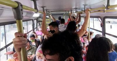 Multan a 50 empresas por circular con exceso de pasajeros