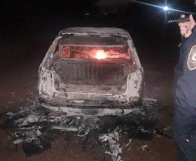 Auto se incendia en camino vecinal