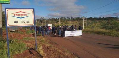Trabajadores de un frigorífico en PJC exigen volver a sus puestos