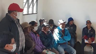 Indígenas Maskoy de Puerto Casado reciben visita del presidente del INDI