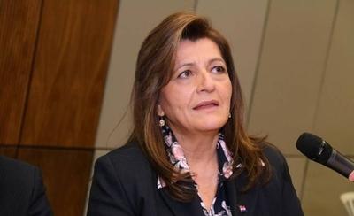 HOY / La senadora Blanca Ovelar, defiende la gestión del ministro de Salud, Julio Mazzoleni
