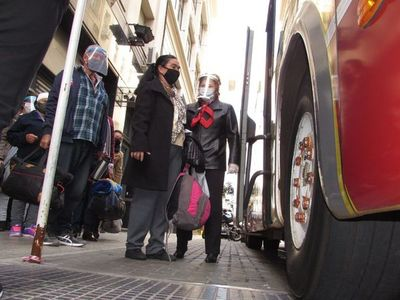 Adultos mayores compatriotas son repatriados de Argentina