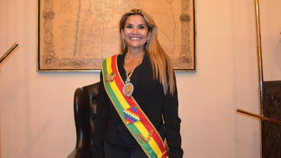 Presidenta de Bolivia confirma que dio positivo al COVID-19