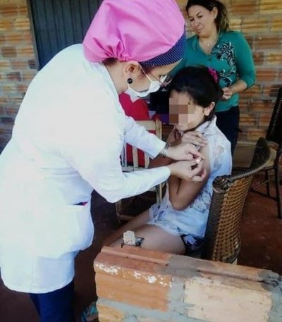 Instan a padres a vacunar a niñas contra VPH