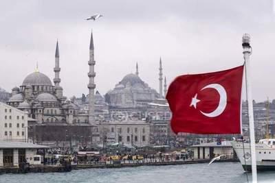 Exitosa convocatoria reúne a 1400 alumnos para curso de turco