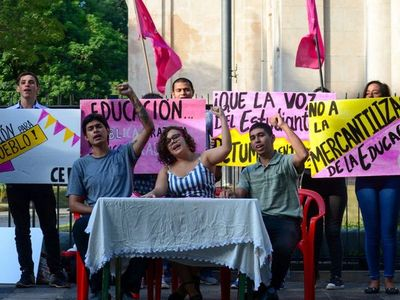 Estudiantes y docentes, en movilización permanente contra recortes
