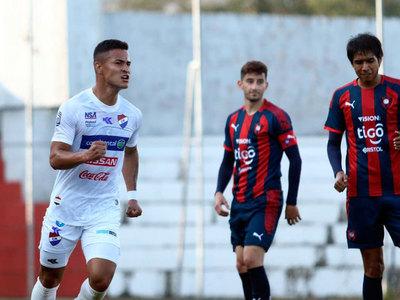 Nacional vence a Cerro Porteño en el Arsenio Erico