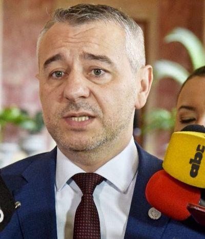 """""""Hoy más que nunca, el Presidente de la República tiene amigos que están imputados"""", dice ministro asesor político de la Presidencia"""