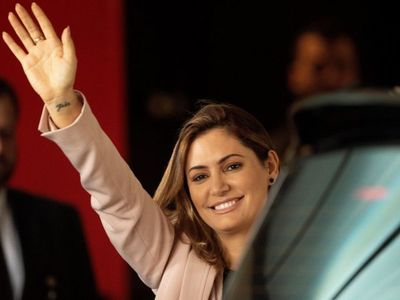 Primera dama de Brasil da negativo a Covid-19, tras contagio de Bolsonaro