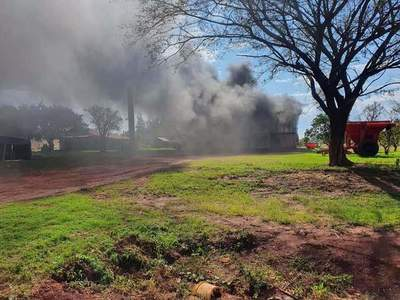 Repatriación; Sin tierras quemaron maquinarias en la Colonia 3 de Noviembre – Prensa 5