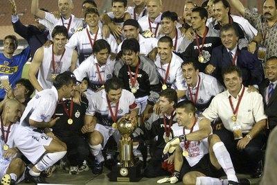 El aniversario 17 de la Recopa, último título internacional de Olimpia