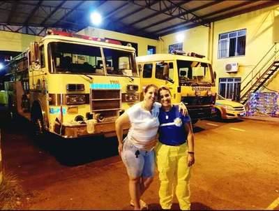 Por su cumpleaños, bombera luqueña colecta dispositivos para ayudar a niños indígenas • Luque Noticias