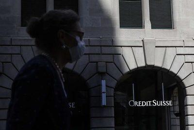 Credit Suisse podría reducir 'cientos' de empleos