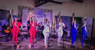 "De cantantes a cocineras: ""Las Paraguayas"" ofrecen chipa guasu en Caacupé"