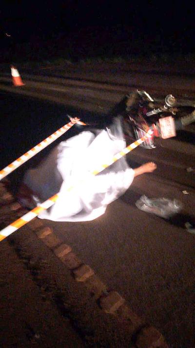 Motociclista se estrella contra parte trasera de camión y muere en el acto