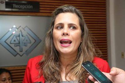 Kattya pide que Viceministro de Salud sea destituído