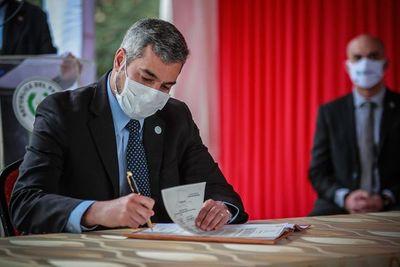 Abdo Benítez promulga aclaratoria sobre jubilación médica