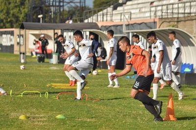 General Díaz, el club que hace lo imposible para evitar el reinicio del fútbol