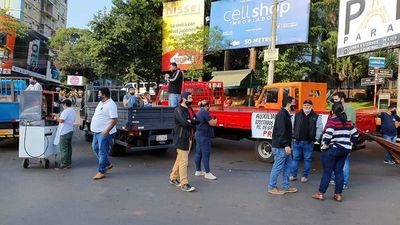 Camioneros bloquean la ruta PY02 para exigir rehabilitación del despacho menor