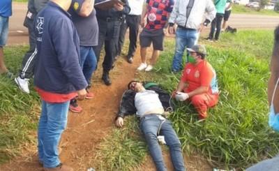 Motociclista es embestido mientras intentaba cruzar la ruta